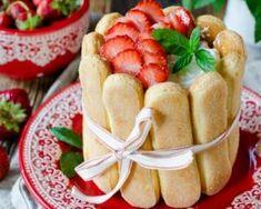 Petites charlottes aux fraises : http://www.fourchette-et-bikini.fr/recettes/recettes-minceur/petites-charlottes-aux-fraises.html