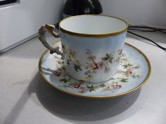TRES BELLE TASSE A THE PORCELAINE LIMOGES GIRAUD