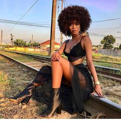 black women models with short hair Black Is Beautiful, Beautiful People, Beautiful Eyes, Beautiful Pictures, Beautiful Curves, Beautiful Women, Kinky Curly Hair, Curly Hair Styles, Natural Hair Styles