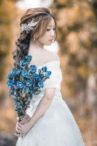 A chinese bride for marriage Chic Wedding, Blue Wedding, Summer Wedding, Rustic Wedding, Hair Comb Wedding, Bridal Hair, Chinese Bride, White Dresses For Women, Unique Weddings