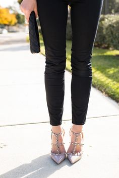 Light Sweater   Dallas Wardrobe Dallas Wardrobe, Marc Jacobs Clutch, Valentino Rockstud Pumps, J Brand Jeans, Sweater Weather, Stilettos, Heels, Sunnies, What To Wear