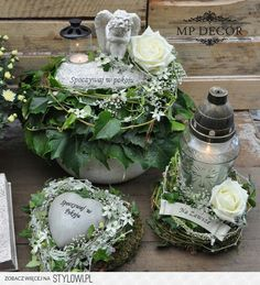 Źródło internet Mehr Grave Flowers, Cemetery Flowers, Church Flowers, Funeral Flowers, Funeral Floral Arrangements, Modern Flower Arrangements, Front Garden Entrance, Flower Decorations, Christmas Decorations