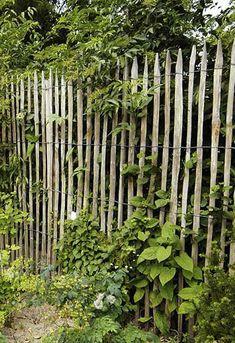 Natuurlijke duurzame materialen doen het goed in de tuin en geven een puur gevoel.