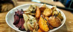 Un festival vegetal perfecto para acompañar un asado, un pescado o un pollo, comer tal cual calientes o frías o solucionar de un solo golpe de horno la mitad de la ingesta de verduras de la semana.