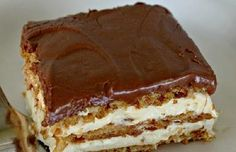 Álom szelet. Sütés nélküli krémes csoda, 15 perc alatt elkészülsz vele! - Blikk Rúzs Hungarian Cake, Hungarian Recipes, Cookie Desserts, Dessert Recipes, No Bake Eclair Cake, Delicious Desserts, Yummy Food, No Bake Pies, Sweet Tarts