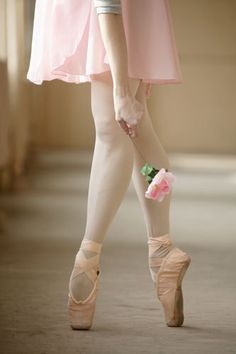 Artsy shot of a ballet dancer holding a flower. The Dancer Shall We Dance, Just Dance, Dance Photos, Dance Pictures, Ballet Pictures, Ballerinas, Ballet Dancers, Pointe Shoes, Ballet Shoes