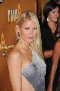 Gwyneth Paltrows sleek, blonde hairstyle