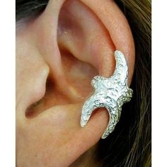 Starfish ear cuff, no piercing needed. Reminds me of the little talking starfish from Aquamarine! Mode Pin Up, Jewelry Box, Jewelry Accessories, Jewlery, Cuff Jewelry, Cuff Earrings, Etsy Jewelry, Beach Jewelry, Charm Jewelry