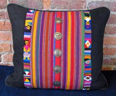 Guatemala stripped pillow Weaving Projects, Diy Craft Projects, Mexican Fabric, Textiles, Cushion Fabric, Textile Art, Home Accessories, Decorative Pillows, Pillow Covers