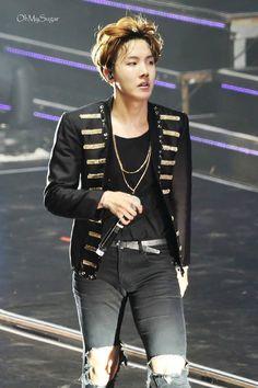 BTS Jung Hoseok added a new photo. Gwangju, Namjoon, Kim Taehyung, Jung Hoseok, Seungri, Foto Bts, Mixtape, J Hope Dance, Rapper