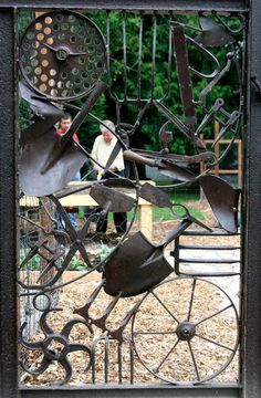 Gorgeous DIY Garden Gate Ideas To Enhance Your Landscape Your backyard will lose its prominence without a garden gate. Try these 39 gorgeous garden gate ideas below and make your own one. You will find these garden gates are not limited to creativity. Metal Projects, Garden Projects, Welding Projects, Blacksmith Projects, Diy Projects, Outdoor Projects, Metal Gates, Metal Garden Gates, Iron Gates