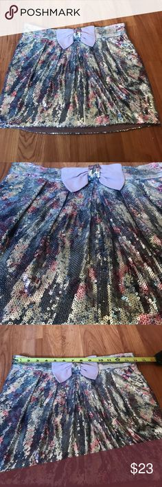 Sequined skirt size medium Sequined skirt size medium waistband does have elastic. In like new condition! Skirts Mini