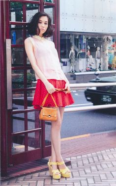 Kiko Mizuhara 水原希子 chic, sleek and thick shoulder length hair.