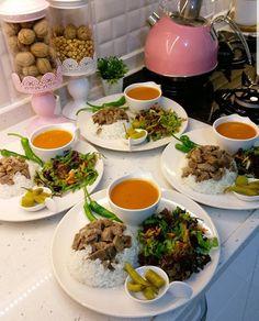 Breakfast Presentation, Food Presentation, Food Displays, Food Decoration, Food Platters, Food Goals, Cafe Food, Aesthetic Food, Food Inspiration