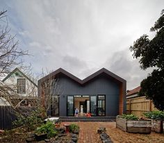 MAKE Architecture extended contemporary 'M house': http://www.playmagazine.info/make-architecture-extended-contemporary-m-house/