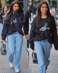 madison beer outfits oversized dark blue sweatshirt and baggy mom jeans Estilo Madison Beer, Madison Beer Style, Madison Beer Outfits, Madison Beer Hair, Madison Beer Makeup, Mode Outfits, Trendy Outfits, Girl Outfits, Fashion Outfits