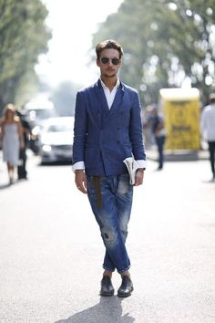 デニムとブルージャケットの夏メンズファッション