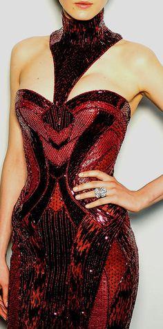 Versace / http://www.pinterest.com/pin/138837600985774662/