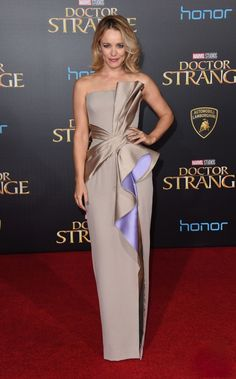 Joins Rachel McAdams & Tilda Swinton at 'Doctor Strange' Premiere in LA!: Photo Rachel McAdams turns heads as she arrives on the red carpet at the premiere of her new film Doctor Strange on Thursday night (October in Los Angeles. Girls Dresses, Prom Dresses, Formal Dresses, Couture Dresses, Fashion Dresses, Glamour Moda, Beautiful Gowns, Elegant Dresses, Couture Fashion