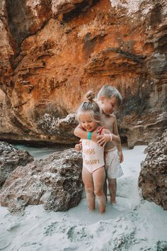 Curly Hair in Mallorca - Barefoot Blonde by Amber Fillerup Clark - Amber Fillerup Clark Cute Family, Family Goals, Blonde Babys, Blonde Baby Girl, Little Babies, Cute Babies, Beach Babies, Babies Pics, Baby Tumblr