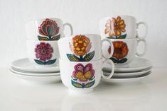 Serviesset - Kop en schotels - Retro - Winterling Bavaria - cup and saucer - tableware - vintage - daisies - cups Bavaria, Daisies, Cup And Saucer, Tea Cups, Retro, Tableware, Vintage, Margaritas, Dinnerware