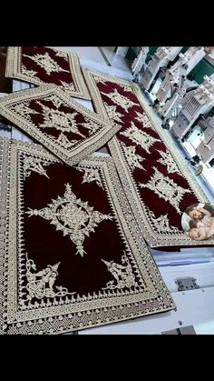 Setting Table, Table Settings, Embroidery Stitches Tutorial, Luxury Bedding Collections, Floor Cushions, Decoration, Traditional Outfits, Table Runners, Machine Embroidery