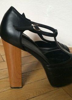 Kup mój przedmiot na #vintedpl http://www.vinted.pl/damskie-obuwie/na-wysokim-obcasie/13375691-czarne-wysokie-sandalki-lity-rozmiar-39