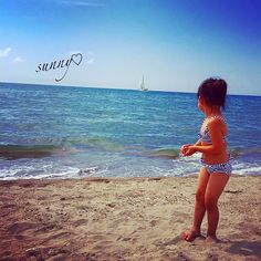 【macchapurin.j】さんのInstagramをピンしています。 《* 娘と#海 へ☀️🌴✨ 午前中家の掃除→ご飯→海→ご飯準備→食べる→閉店まで打ちっ放し→パパご飯→お風呂→今に至る😂なんかタフな1日でした🏃🏼#いい感じ 😏  #日焼け がひどいんですが😨もとが血管浮き出るくらい白いからもはやヤケド🔥イテェ💦 * * #sea #夏 #summer #ビーチ #beach #船 #波 #夏休み #砂浜 #娘 #3歳 #女の子 #girl #kids #ビキニ #ボーダー #bluesky #青空 #水着 #cute #日焼け痛い #日焼け止めしない派 #めんどくさいだけ》