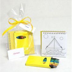 c8ca5721b Regalos infantiles para eventos económicos, libreta plantillas para  colorear con caja de ceras en amarillo