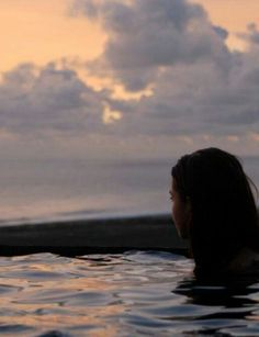 Ideas for photography girl sea swimming Foto Canon, Poses Photo, Night Swimming, Jolie Photo, Summer Photos, Summer Vibes, Summer Nights, Serenity, Surfing