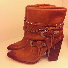 Dumond's folk boots