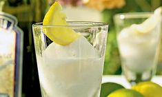 Zitronensorbet Refreshing on hot summer days. Sweet Recipes, Cake Recipes, Dessert Recipes, Desserts, Lemon Sorbet, Coconut Ice Cream, Delicious Deserts, New Cake, Nice Cream