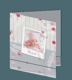 Geboortekaartje meisjes winterse baby met hout foto . #Geboortekaartje #geboortekaartjes #winter