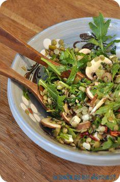 Salade lentilles blondes, fromage chèvre mariné, tomates séchées et noix