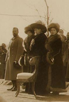 Tsar and Tsarina Nicholas ll and Alexandra Feodorovna with their two oldest daughters, Tatiana and Olga.