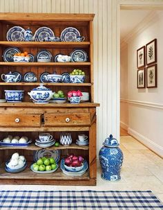 A prized collection of blue-and-white dishes finds a home in an antique hutch. - Traditional Home ® / Photo: Ron Blunt / Design: Mary Douglas Drysdale Blue And White China, Blue China, Antique Pine Furniture, Distressed Furniture, Welsh Dresser, Pine Dresser, White Dishes, Blue Dishes, Dining Room