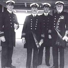1912: la tripulación original del Titanic posa para una última foto antes de partir. #salida #titanic #tripulación http://www.pandabuzz.com/es/imagen-historica-del-dia/tripulación-original-titanic