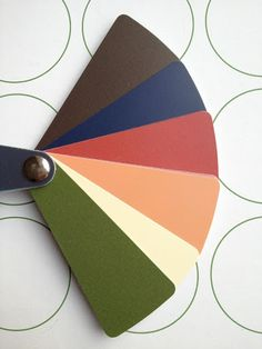 Я уже как-то писала о том, что при создании базового гардероба стоит подумать о своих любимых цветах, о цветах вашего цветотипа, о том, какие цвета уже есть в…