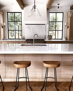 windows, understated hood w/marble backsplash, beams, island. Home Decor Kitchen, Interior Design Kitchen, New Kitchen, Kitchen Dining, Interior Ideas, Modern Farmhouse Kitchens, Home Kitchens, Sweet Home, Up House