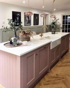 Open Plan Kitchen, New Kitchen, Kitchen Dining, Country Kitchen Diner, Kitchen Island, Pink Kitchen Designs, Interior Design Kitchen, Home Decor Kitchen, Home Kitchens
