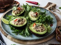 Krabbesalat i avokado - Oppskrift - Godt.no Ceviche, Avocado Egg, Starters, Sour Cream, Cucumber, Zucchini, Seafood, Spicy, Appetizers