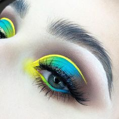 Loving this perfectly executed neon ombré cut crease from which she paired with our 'Nirvana' lashes and a smoky backdrop! - June 09 2019 at Eye Makeup Tips, Makeup Inspo, Face Makeup, Makeup Steps, Neon Eyeshadow, Eyeshadow Makeup, Eyeshadows, Eyeshadow Palette, Sparkly Eyeshadow