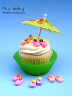 Seattle FINALLY has summer weather! Here's a flippin' cute idea for cupcake toppers - Pez flip flops. They were so flippin' easy to make! Just attach a flower sprinkle to the top of a Pez candy with melted white chocolate and that's it! :) by Party Pinching    http://www.partypinching.com/cute-food/