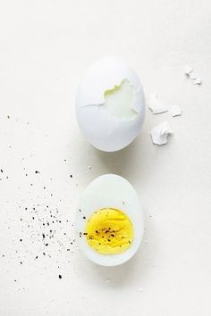Peeling hard-boiled eggs can be a fiddly business, especially when the shell insists upon flaking off one tiny piece at a time. Thank goodness for this simp...