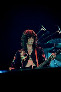 Jimmy Page, Los Angeles,CA, The Forum (June 22, 1977) Photo: Barry Goldstein