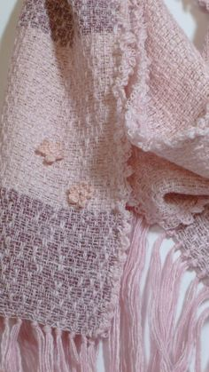 Handwoven Pink Crochet Flowers Scarf от Soodesigns на Etsy, $45.00