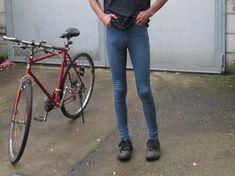 Tight Jeans Men, Jeans Pants, Skinny Guys, Super Skinny Jeans, Fashion Moda, Mens Fashion, Grunge Guys, Pantalon Slim, How To Look Skinnier
