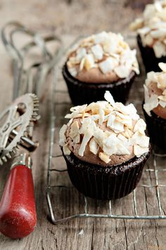 DELICIOUS Coconut-Mocha Cupcakes. #Chocolate #cupcake topped with a swirl of mocha buttercream and a sprinkling of toasted coconut flakes. #cupcakerecipes http://thecupcakedailyblog.com/coconut-mocha-cupcakes/