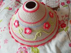 crochet lampshade--Cute for a lil girl room Crochet Home Decor, Crochet Art, Love Crochet, Crochet Gifts, Crochet Patterns, Crochet Lampshade, Flower Lampshade, Baby Kind, Crochet Accessories