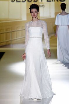 Gaudí se llena de elegancia con la nueva Colección de Vestidos de Novia de Jesús Peiró